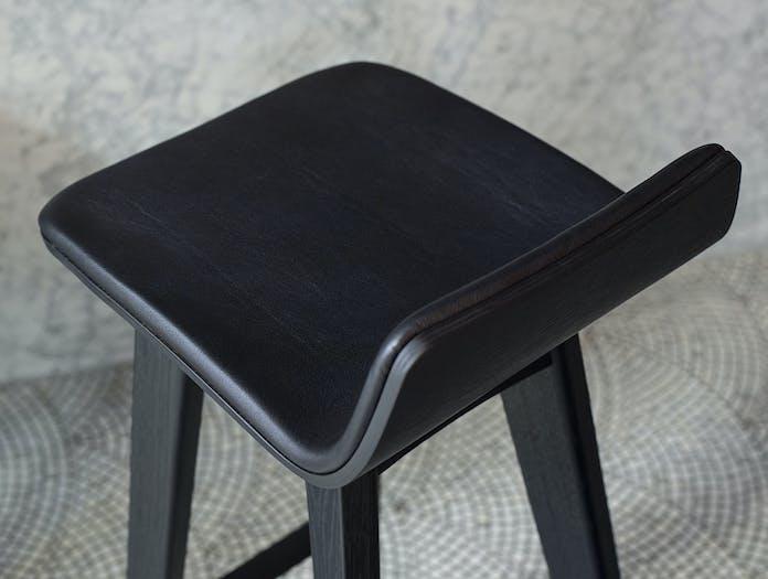 Zeitraum Morph Bar Stool Black Detail Formstelle