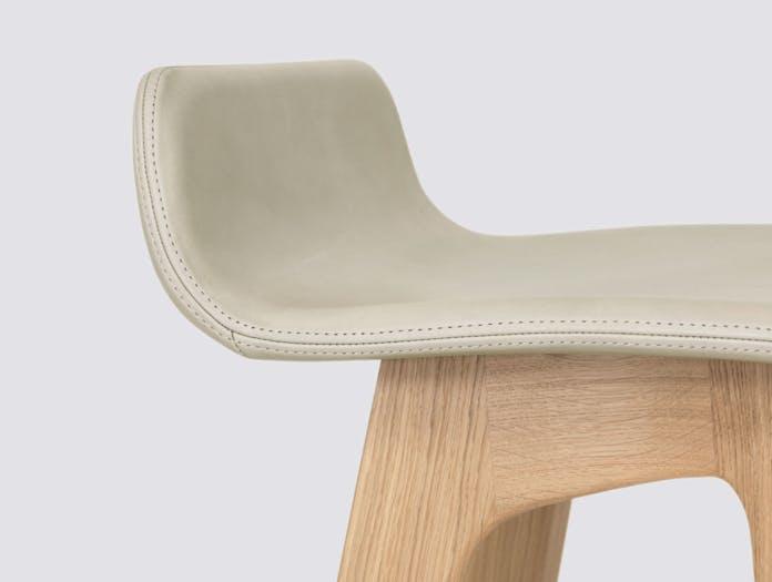 Zeitraum Morph Bar Stool Oak Full Upholstered Formstelle