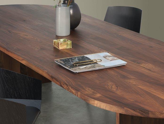E15 Ashida Oval Table Walnut Detail