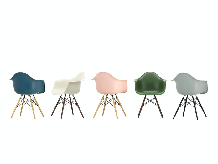 Eames Plastic Armchairs DAW 5