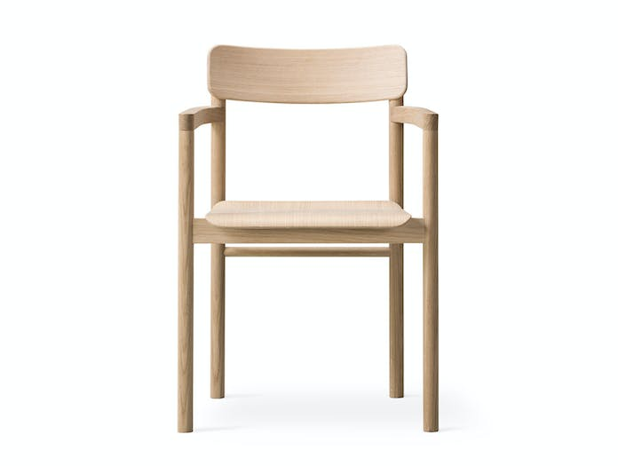 Fredericia Post Chair oak front w Cecilie Manz