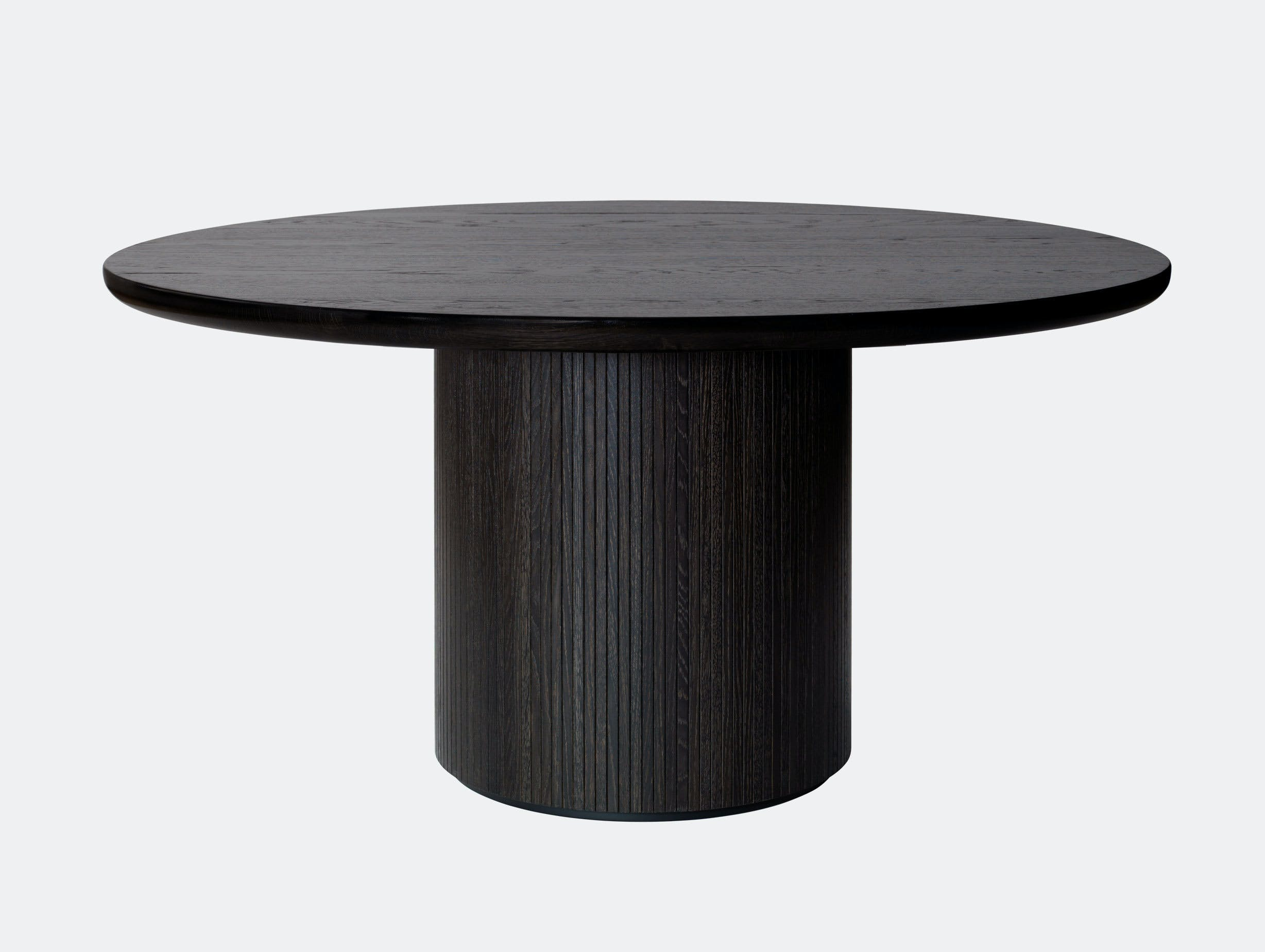 Gubi Moon Round Dining Table dia 150cm black st oak Space Copenhagen