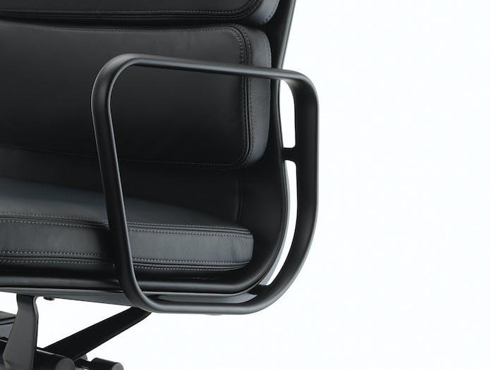 Vitra EA217 Soft Pad Group Chair detail