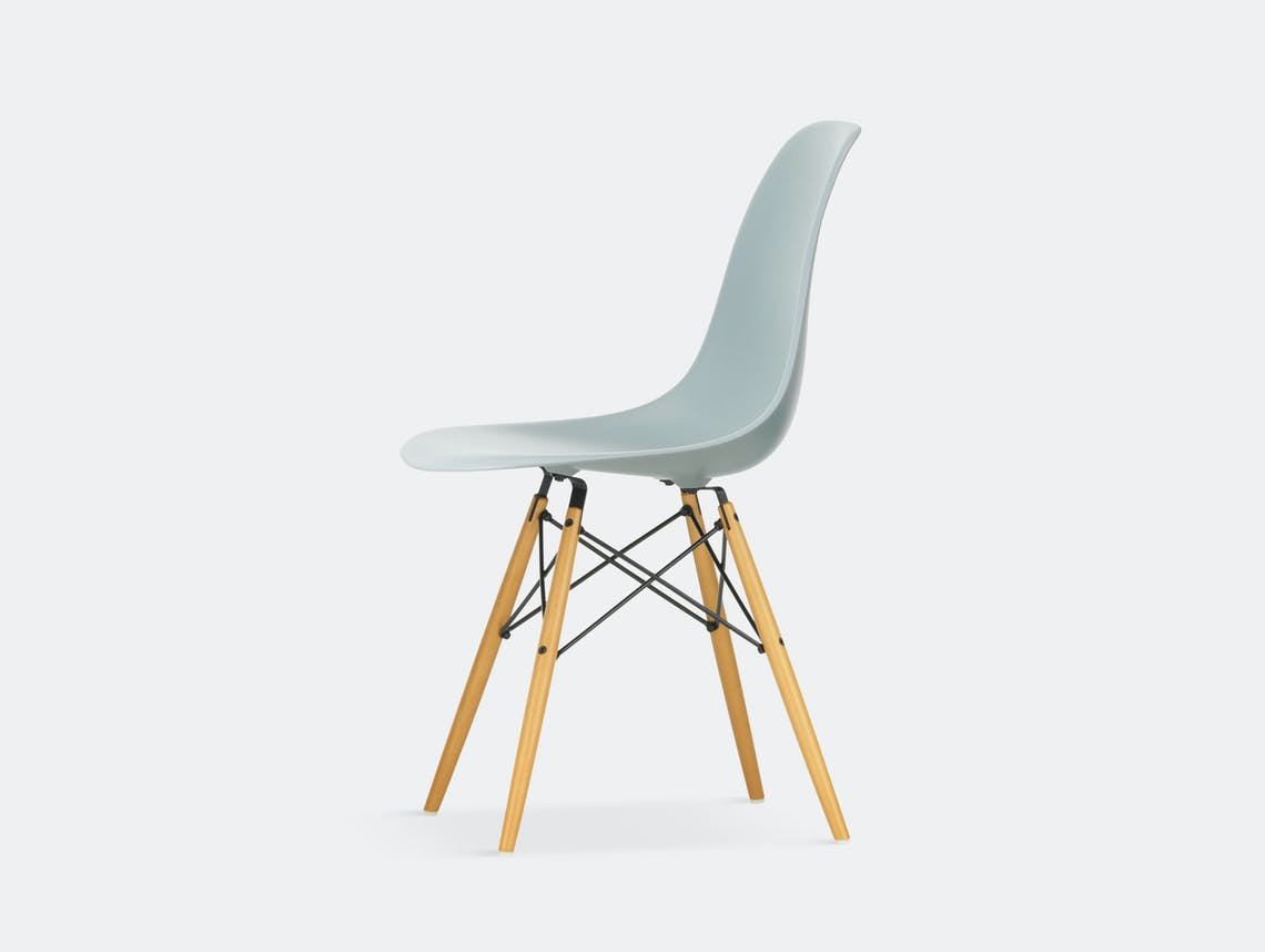 Vitra Eames DSW Plastic Side Chair light grey golden maple legs