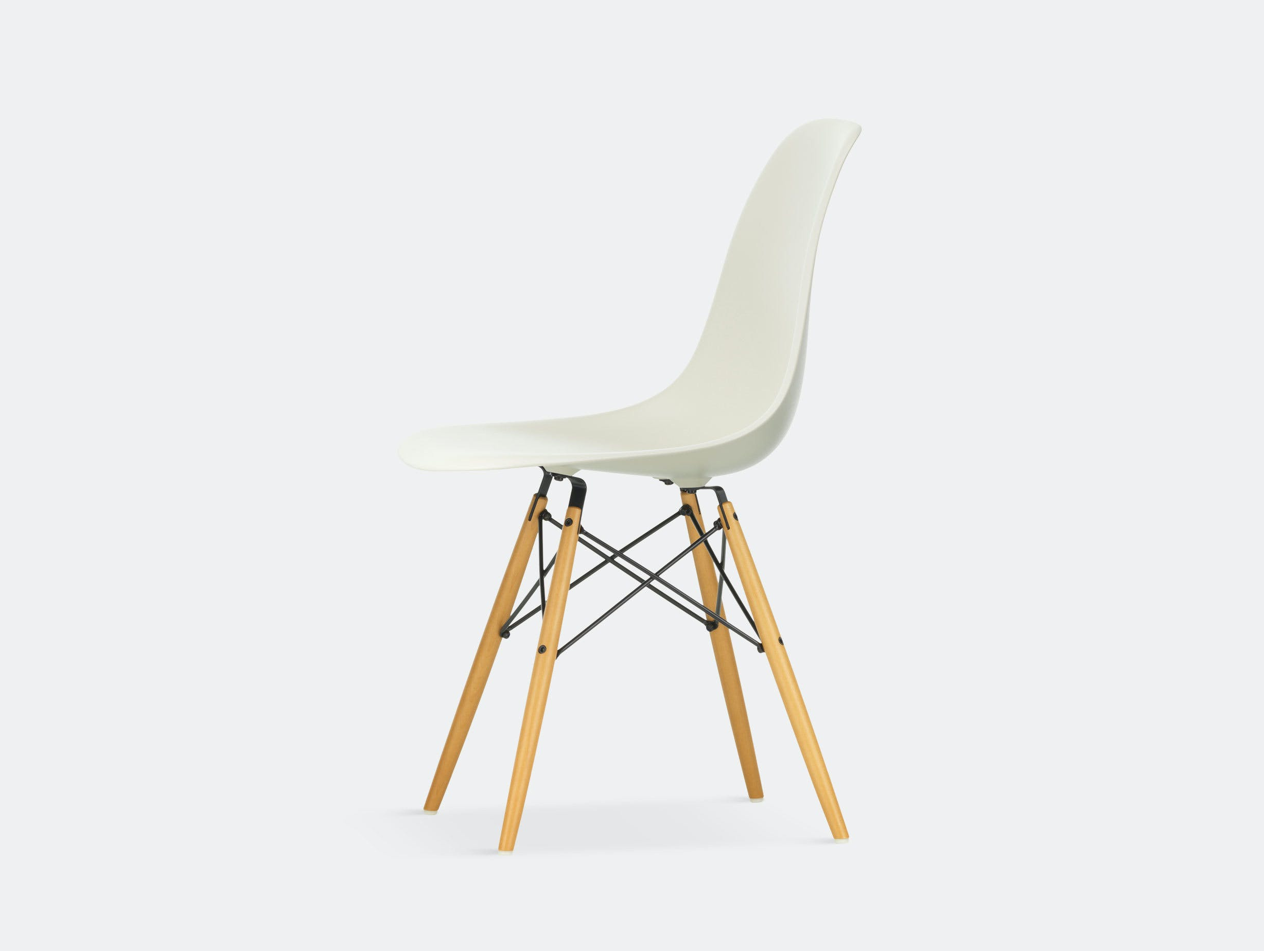 Vitra Eames DSW Plastic Side Chair pebble golden maple legs