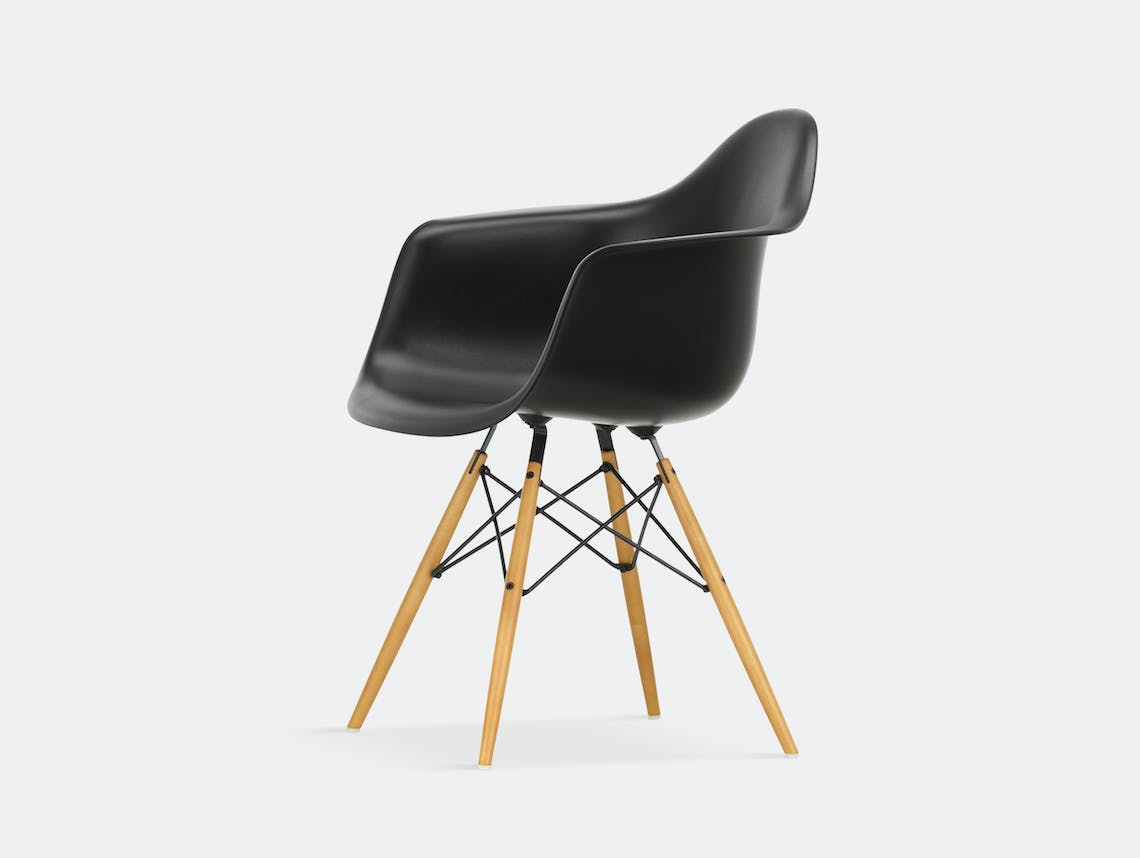 Vitra Eames Plastic Armchair DAW deep black golden maple legs