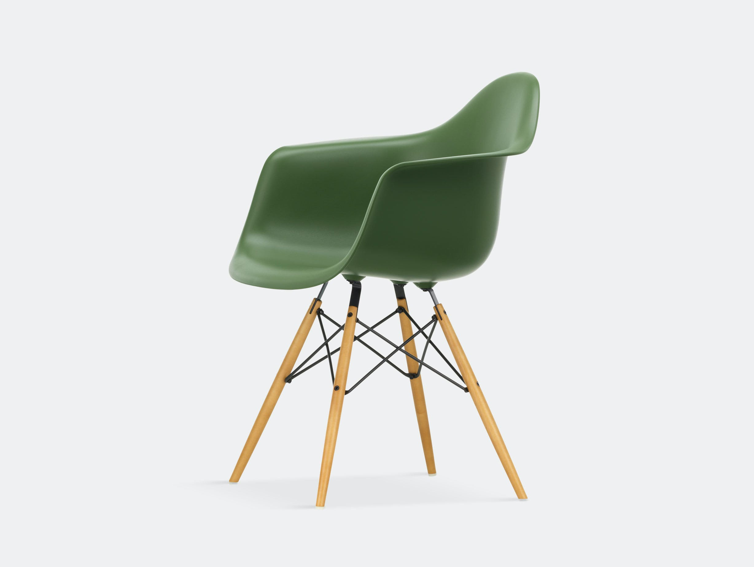 Vitra Eames Plastic Armchair DAW forest golden maple legs