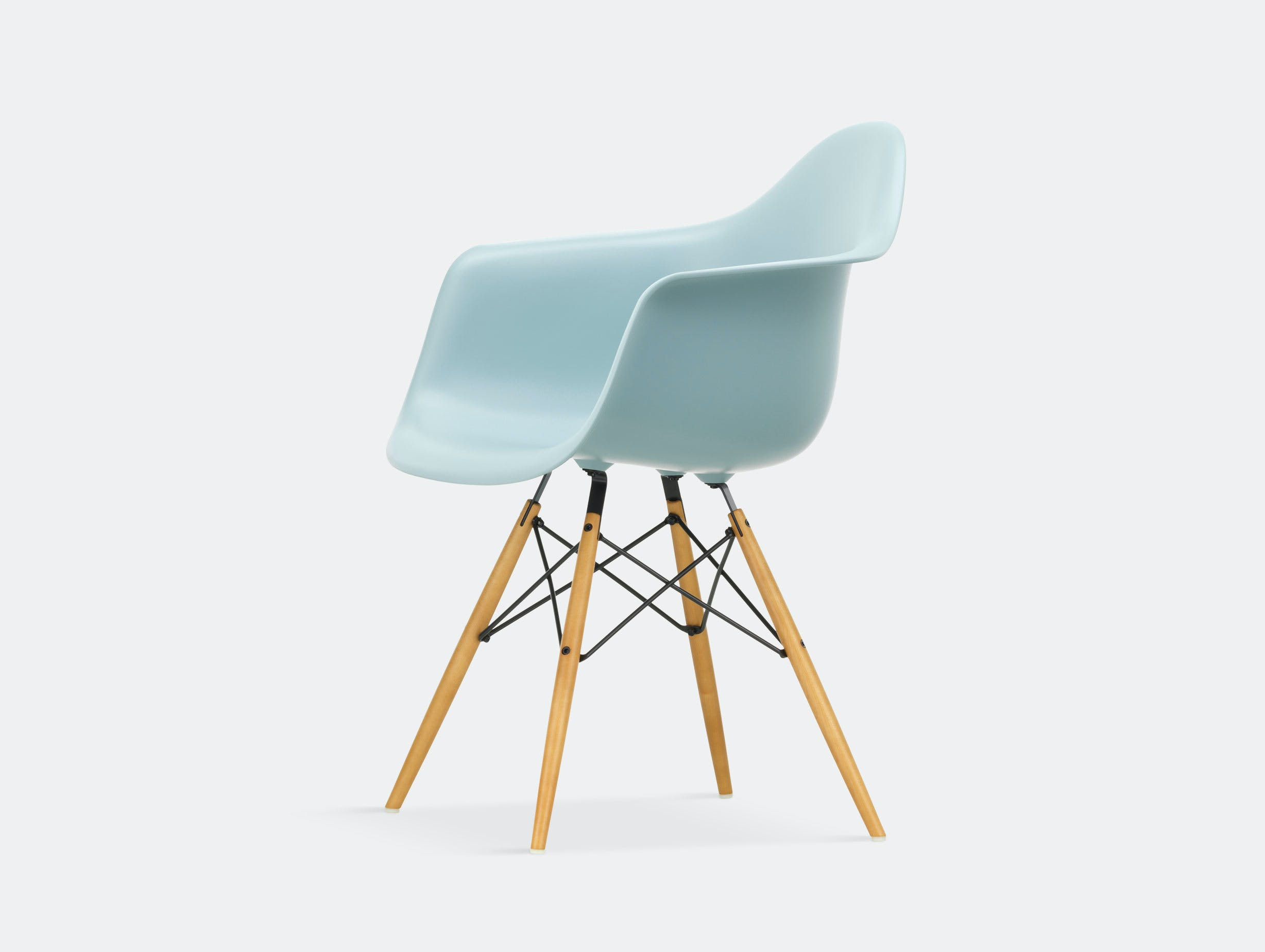 Vitra Eames Plastic Armchair DAW ice grey golden maple legs