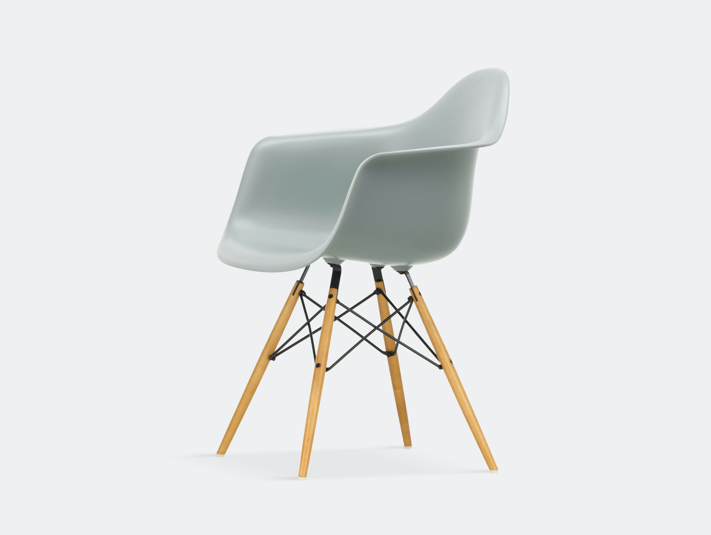 Vitra Eames Plastic Armchair DAW light grey golden maple legs
