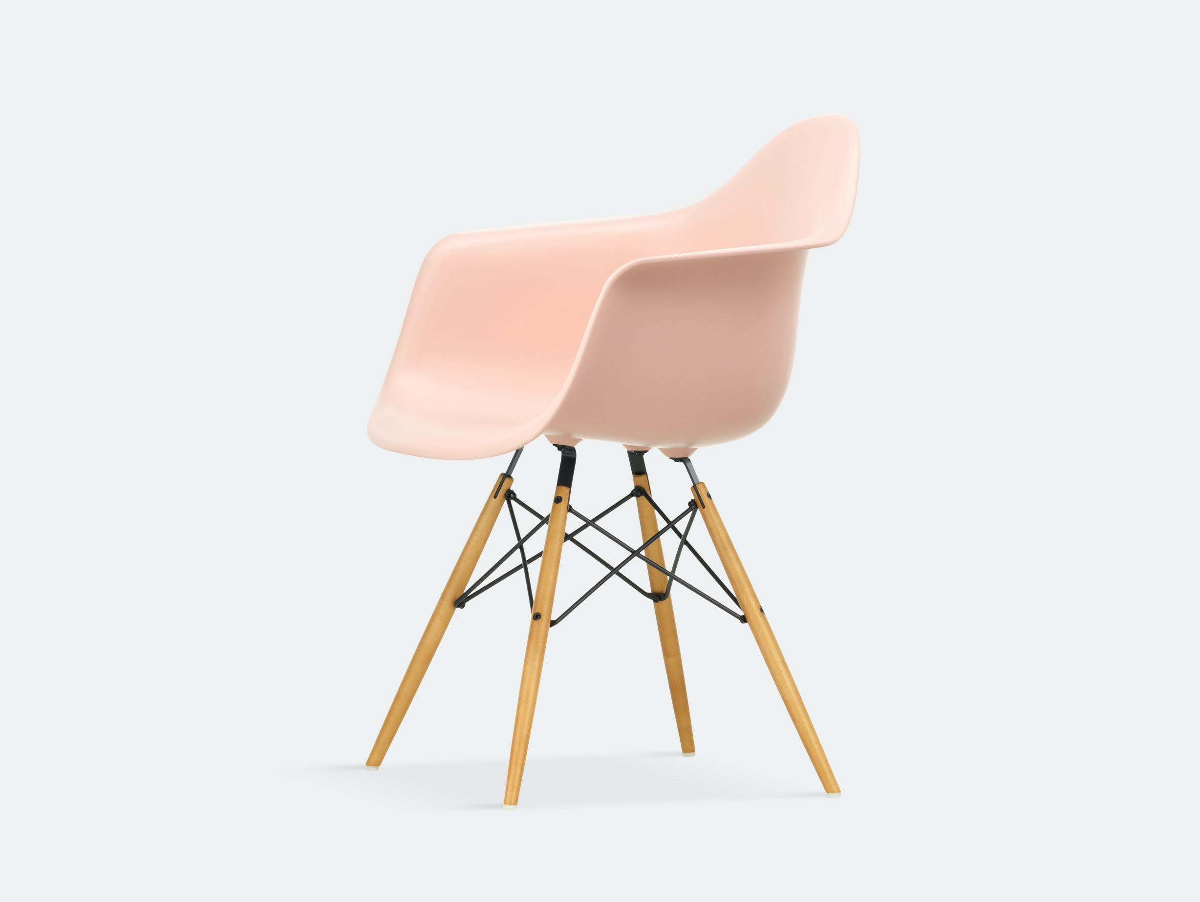 Vitra Eames Plastic Armchair DAW pale rose golden maple legs