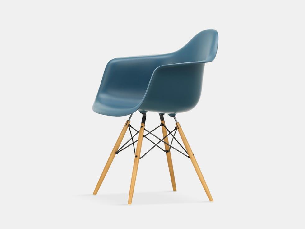 Eames DAW Plastic Armchair image