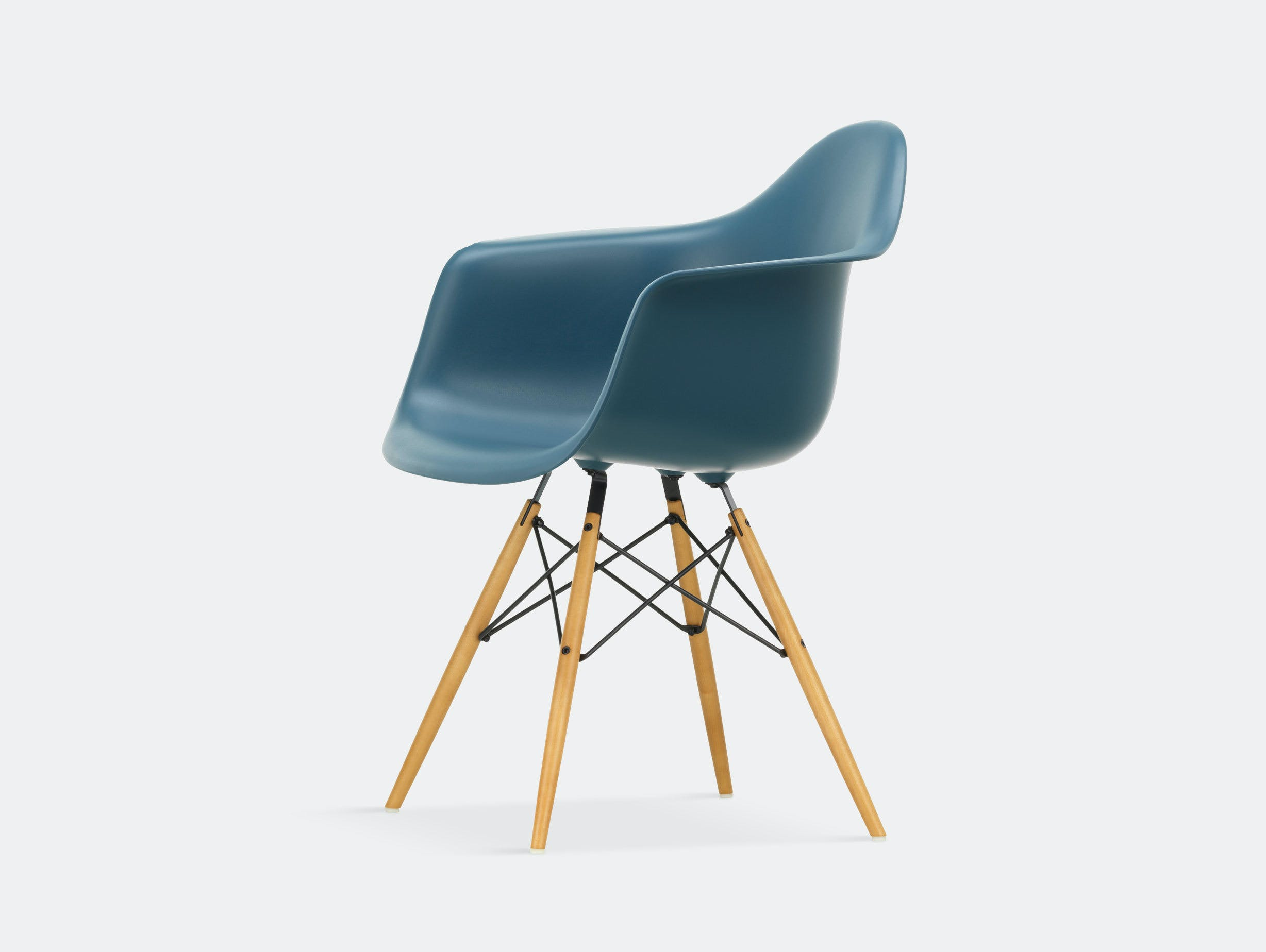 Vitra Eames Plastic Armchair DAW sea blue golden maple legs