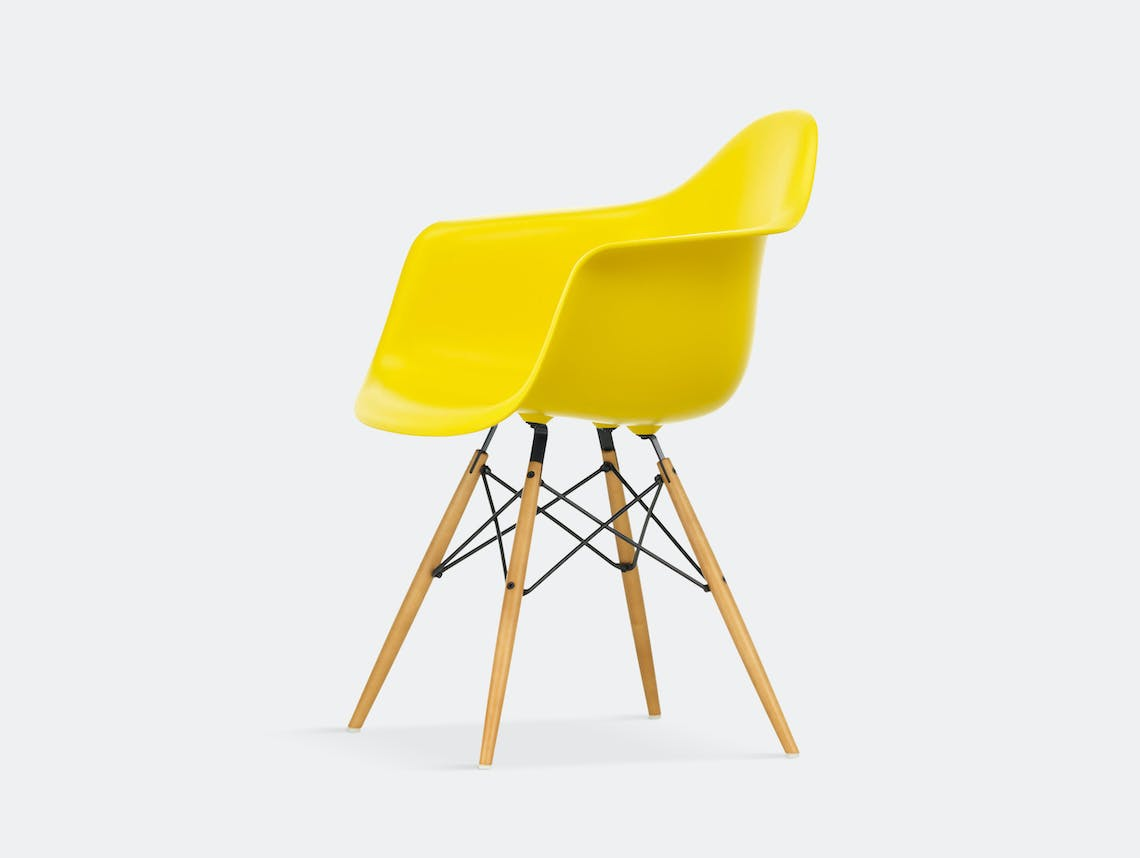 Vitra Eames Plastic Armchair DAW sunlight golden maple legs