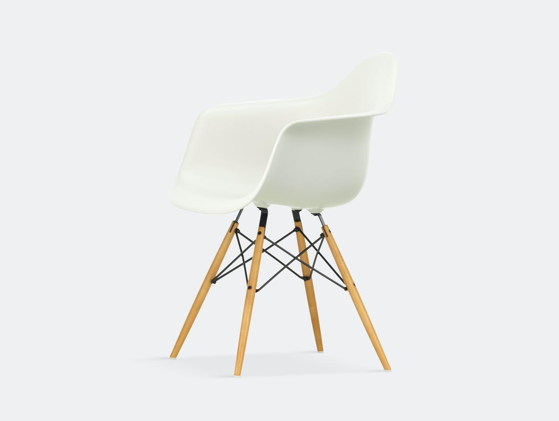 Vitra Eames Plastic Armchair DAW white golden maple legs