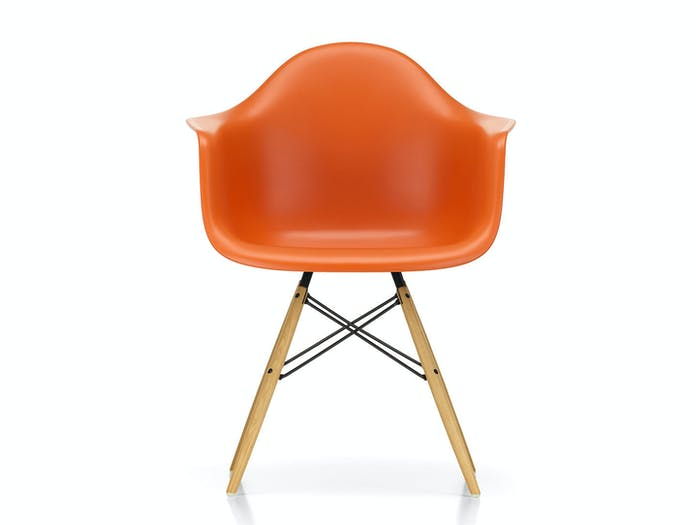 Vitra Eames Plastic Armchair w DAW rusty orange golden maple legs