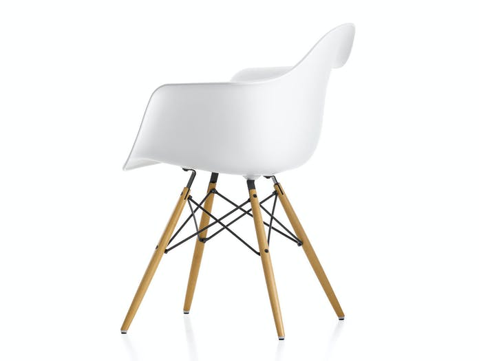 Vitra Eames Plastic Armchair w DAW white golden maple legs