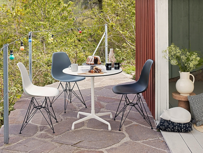 Vitra Eames Plastic Side Chair DSR Eames Contract Table