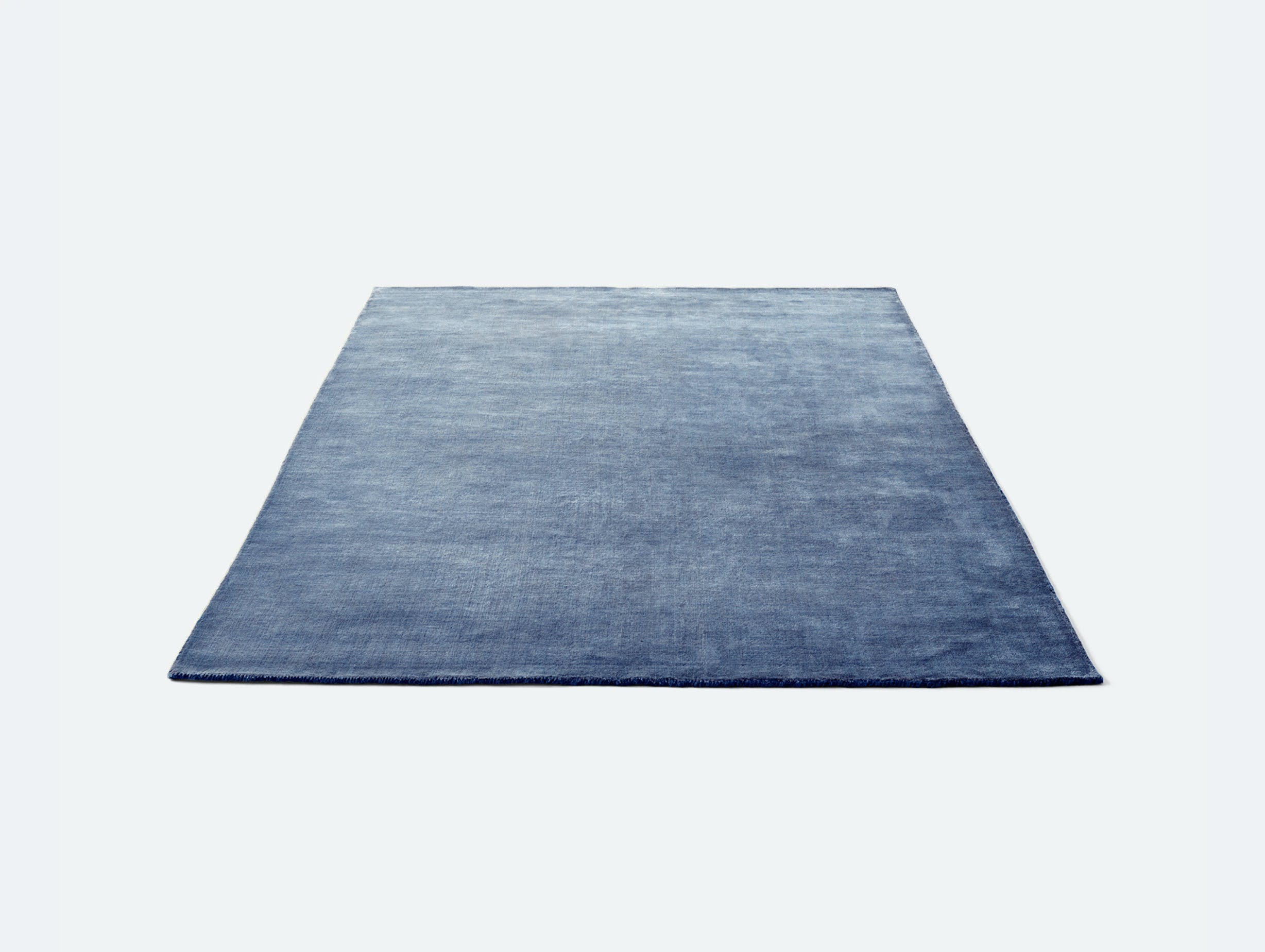 Andtradition the moor rug AP6 grey blue thunder