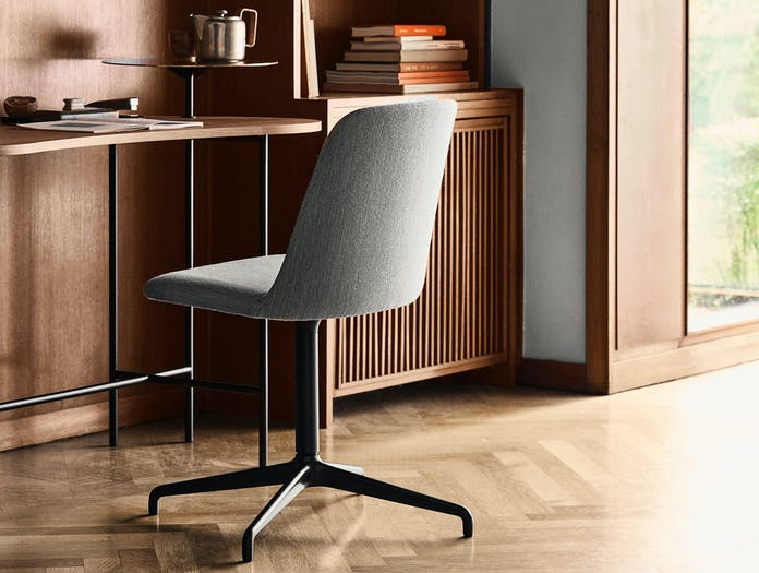 Andtradition rely chair HW13 ls 5