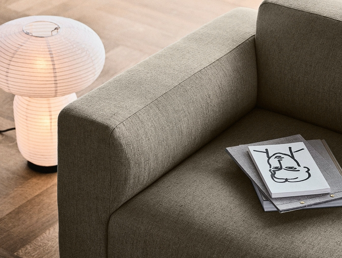 And Tradition Develius sofa detail EV1 7 Formakami JH18 light