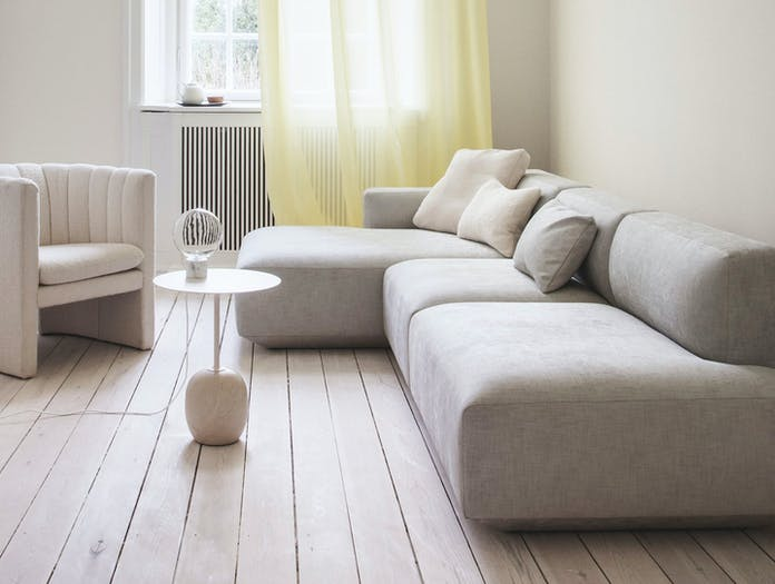 And Tradition Loafer SC23 Lato Marble Light SV6 Develius sofa