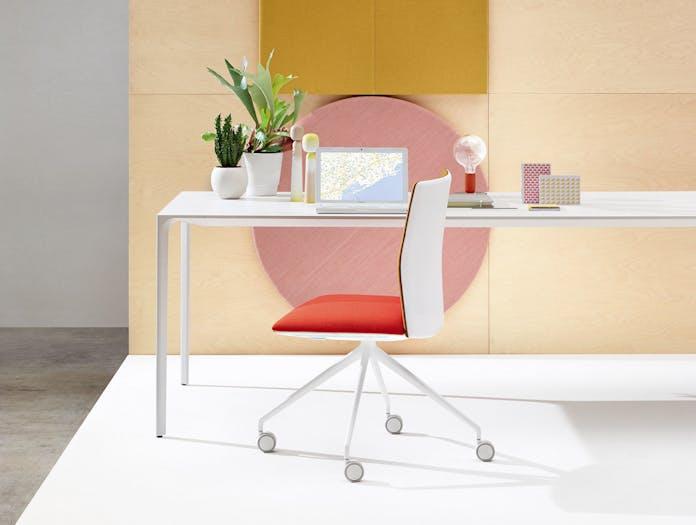 Kinesit Task Chair Nuur Table