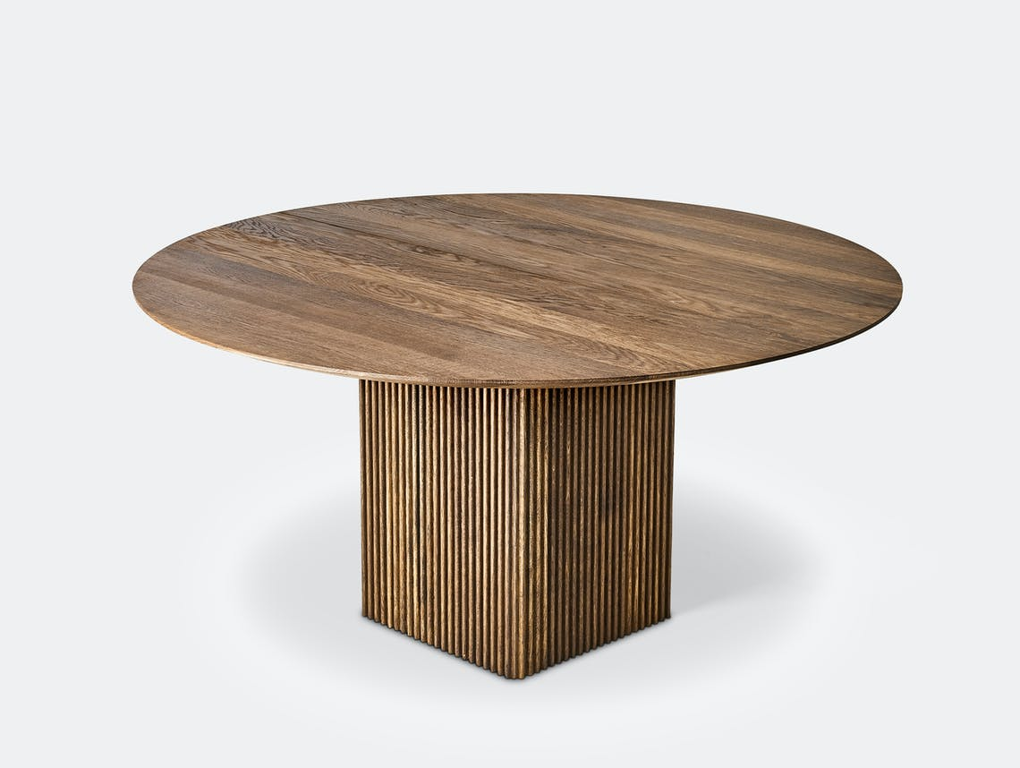 Dk3 ten table rnd smoked oak