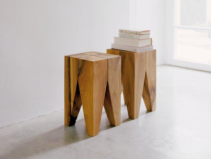 E15 Backenzahn stool 2 walnut