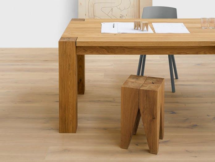 E15 Backenzahn stool oak 2