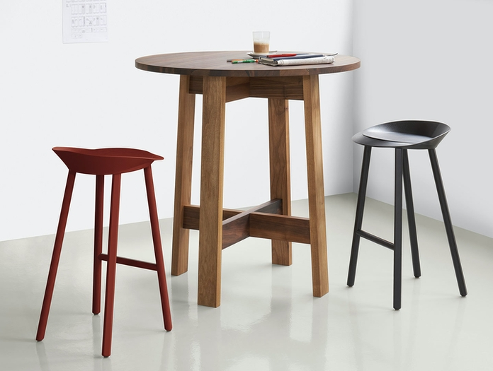 E15 Basis High Table Round David Chipperfield Jean Stools