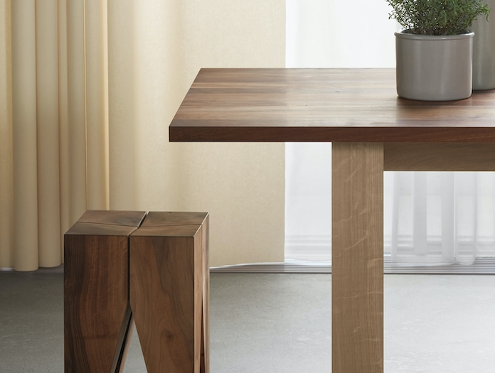 E15 Basis Table oak leg walnut top detail David Chipperfield