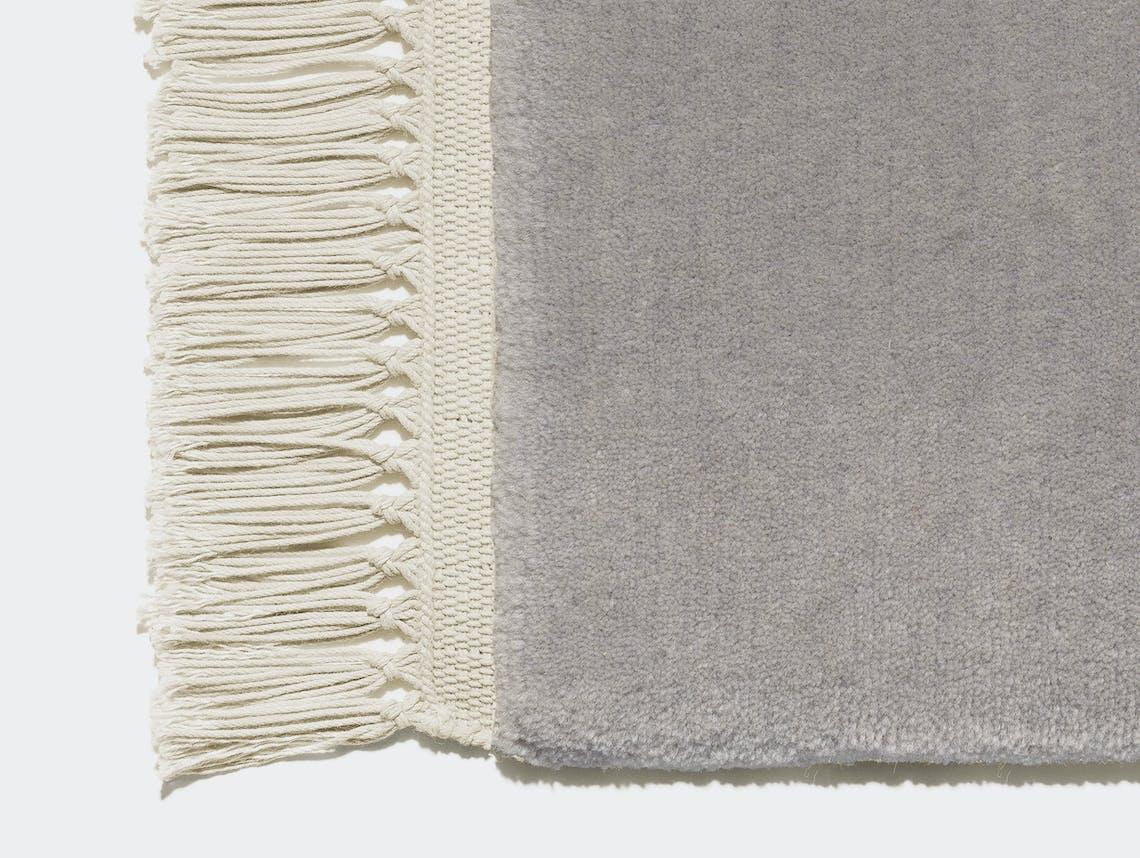E15 Kavir rug Silk grey with nature fringes