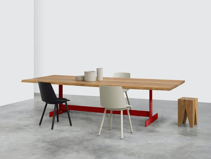 E15 Kazimir Raw Table Oak Flame Red Philipp Mainzer B