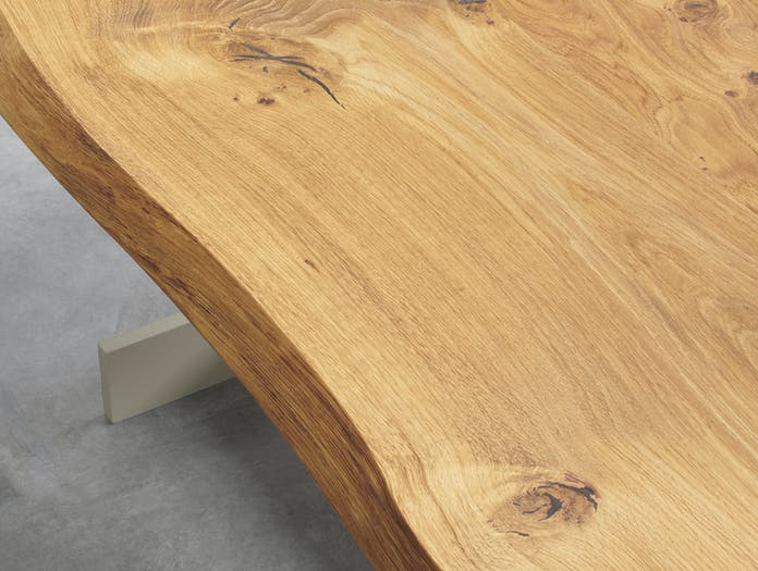 E15 Kazimir Raw Table Oak Top Detail 1 Philipp Mainzer