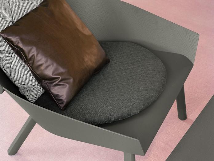 E15 Eugene Lounge Chair Cushion Detail Stefan Diez