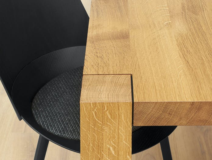 E15 Holborn Table Oak Detail 2 Philipp Mainzer 2
