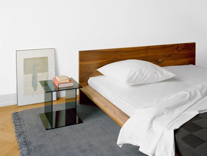 E15 Mo Bed Drei Side Table