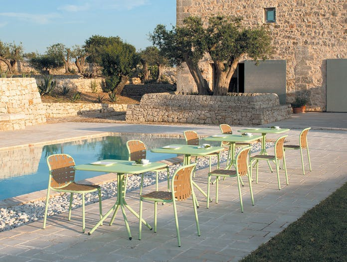 Emu Yard Dining Chairs And Cafe Tables Stefan Diez
