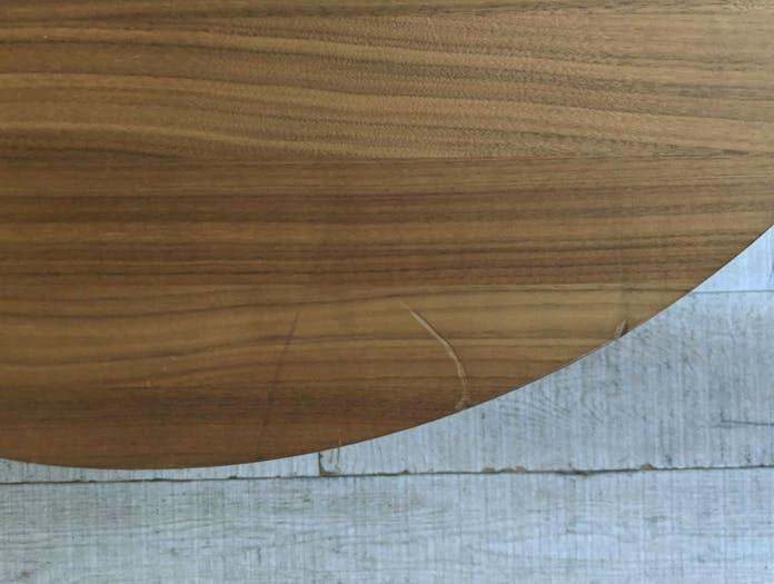 Montis flint table close up 01