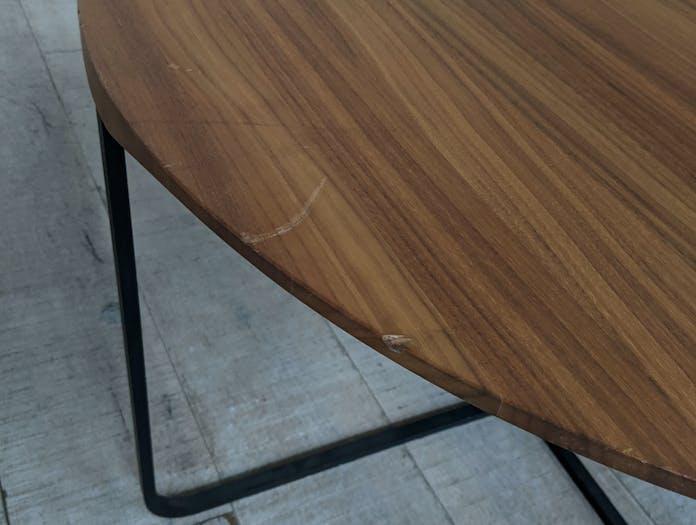 Montis flint table close up