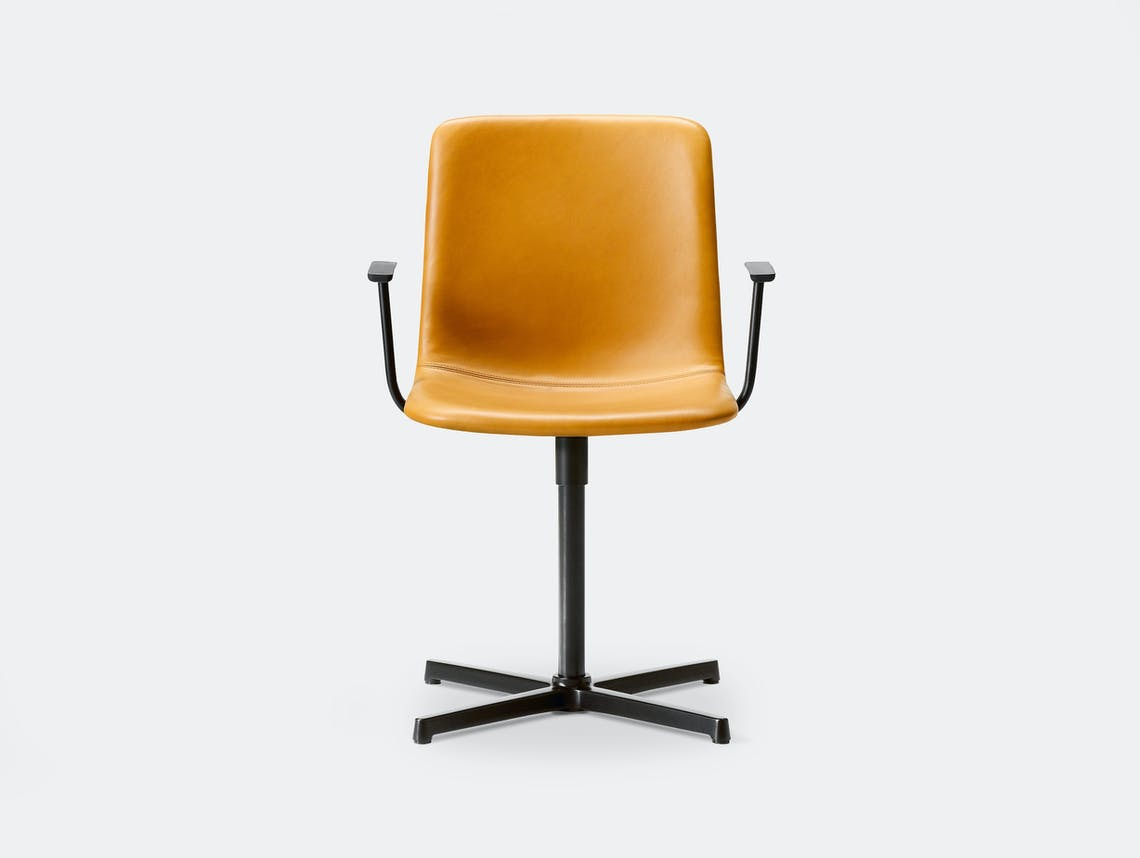 Fredericia pato pedestal office chair walnut95 black 2