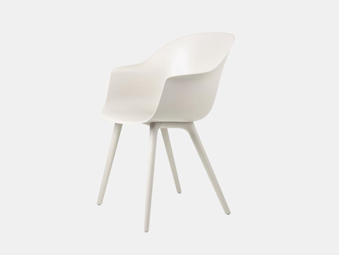 Gubi bat outdoor chair alabaster white