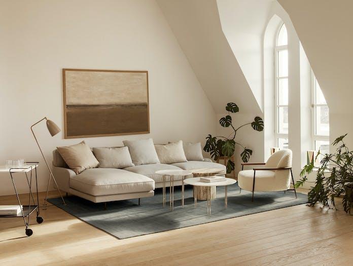Gubi flaneur sofa lifestyle 1