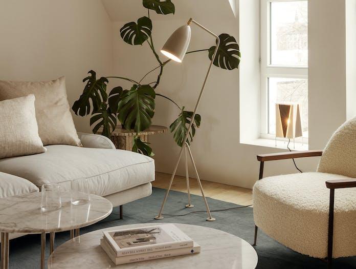 Gubi flaneur sofa lifestyle 4