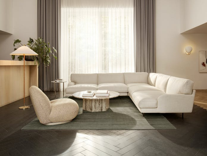 Gubi flaneur sofa lifestyle 6