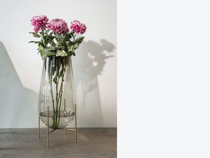 Menu Echasse Vase Chrysanths Theresa Rand
