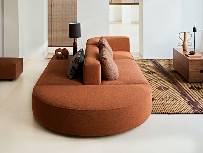 Montis domino 18 curve sofa story 5