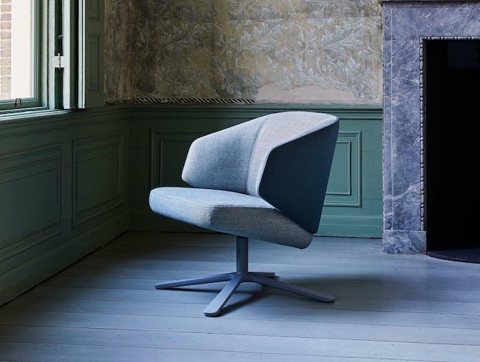 Montis Back Me Up Salon Lounge Chair 1