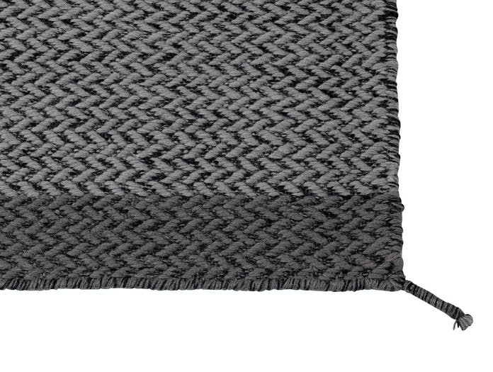 Muuto Ply Rug Dark Grey Detail Margrethe Odgaard