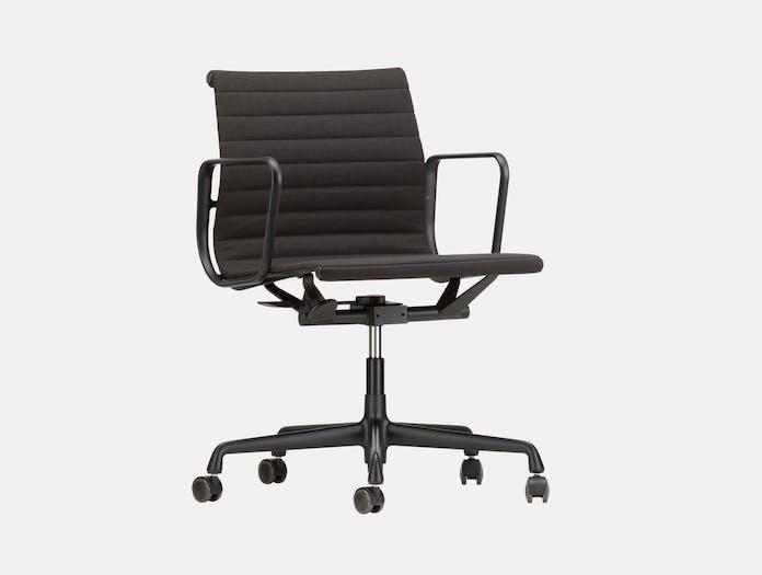 Vitra EA117 Aluminium Group Chair Side black Charles and Ray Eames